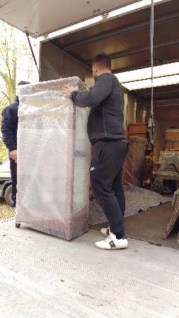 l'emballage des objets les plus précieux pour l'entreposage est fait directement chez vous par nos soins.